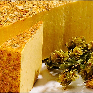 HEREFORD HOP CHEESE (sold per 100 grams)